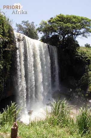 Kamerun Reisen Wasserfall PRIORI Afrika