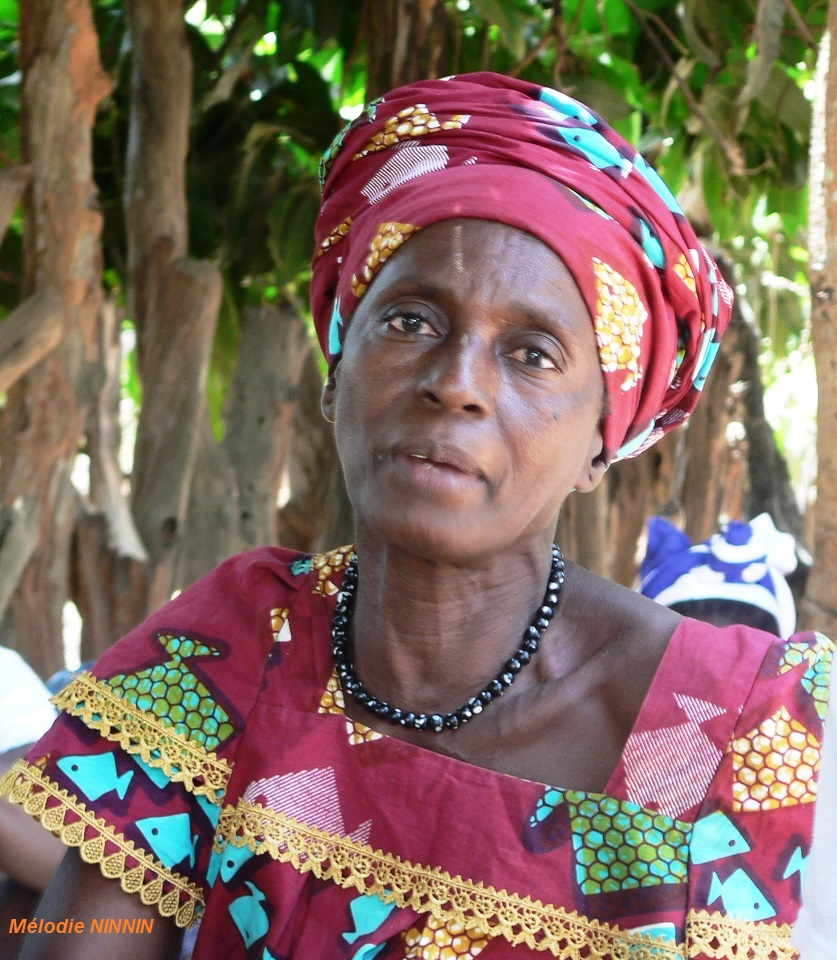 Guinea-Bissau Frau Tracht PRIORI Reisen